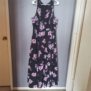 🌻 Torrid Black Maxi Dress w/ Pink Floral Pattern